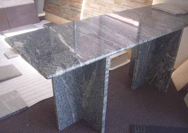 Stone table bullnosed edge